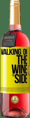 18,95 € Envio grátis | Vinho rosé Edição ROSÉ Walking on the Wine Side® Etiqueta Amarela. Etiqueta personalizada D.O. Cigales Vinho jovem Colheita 2019 Espanha Tempranillo