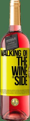18,95 € Бесплатная доставка | Розовое вино Walking on the Wine Side® Желтая этикетка. Пользовательский ярлык D.O. Cigales Молодое вино Урожай 2019 Испания Tempranillo