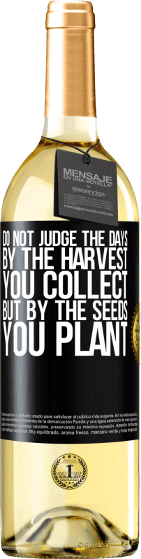 24,95 € Free Shipping | White Wine WHITE Edition Do not judge the days by the harvest you collect, but by the seeds you plant Black Label. Customizable label Young wine Harvest 2020 Verdejo