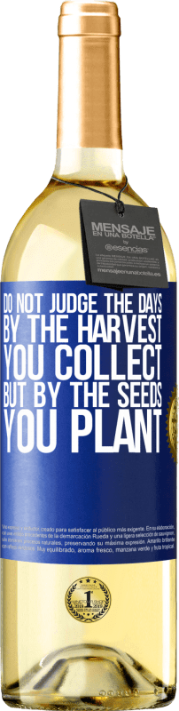 24,95 € Free Shipping | White Wine WHITE Edition Do not judge the days by the harvest you collect, but by the seeds you plant Blue Label. Customizable label Young wine Harvest 2020 Verdejo
