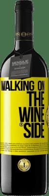 24,95 € 送料無料 | 赤ワイン REDエディション Crianza 6 月 Walking on the Wine Side® 黄色のラベル. カスタマイズ可能なラベル オーク樽での熟成 6 月 収穫 2018 Tempranillo