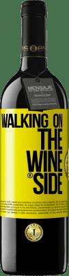 18,95 € Envío gratis | Vino Tinto Edición RED Walking on the Wine Side® Etiqueta Amarilla. Etiqueta personalizada I.G.P. Vino de la Tierra de Castilla y León Crianza en barrica de roble 6 Meses Cosecha 2018 España Tempranillo