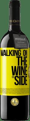 18,95 € Spedizione Gratuita | Vino rosso Walking on the Wine Side® Etichetta Gialla. Etichetta personalizzata I.G.P. Vino de la Tierra de Castilla y León Invecchiamento in botti di rovere 6 Mesi Raccogliere 2018 Spagna Tempranillo