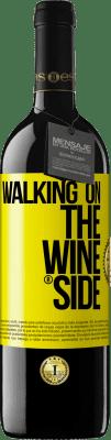 18,95 € Бесплатная доставка | Красное вино Издание RED Walking on the Wine Side® Желтая этикетка. Пользовательский ярлык I.G.P. Vino de la Tierra de Castilla y León Выдержка в дубовых бочках 6 Месяцы Урожай 2018 Испания Tempranillo