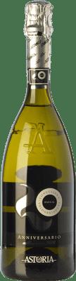 8,95 € 免费送货 | 白起泡酒 Astoria Anniversario D.O.C.G. Prosecco di Conegliano-Valdobbiadene 特雷维索 意大利 Glera 瓶子 75 cl | 成千上万的葡萄酒爱好者信赖我们,保证最优惠的价格,免费送货,购买和退货,没有复杂性.