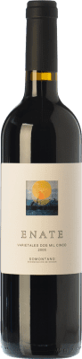 29,95 € Free Shipping | Red wine Enate Varietales Crianza D.O. Somontano Aragon Spain Tempranillo, Merlot, Cabernet Sauvignon Bottle 75 cl | Thousands of wine lovers trust us to get the best price guarantee, free shipping always and hassle-free shopping and returns.
