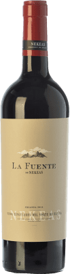 6,95 € Envío gratis | Vino tinto Nekeas La Fuente Crianza D.O. Navarra Navarra España Tempranillo, Merlot, Cabernet Sauvignon Botella 75 cl