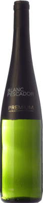 7,95 € Free Shipping | White wine Perelada Blanc Pescador Premium Crianza D.O. Empordà Catalonia Spain Xarel·lo, Chardonnay Bottle 75 cl. | Thousands of wine lovers trust us to get the best price guarantee, free shipping always and hassle-free shopping and returns.