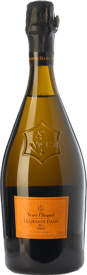114,95 € Free Shipping | White sparkling Veuve Clicquot La Grande Dame 2006 A.O.C. Champagne Champagne France Pinot Black, Chardonnay Bottle 75 cl | Thousands of wine lovers trust us to get the best price guarantee, free shipping always and hassle-free shopping and returns.