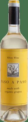5,95 € Envío gratis | Vino blanco Volver Paso a Paso Crianza I.G.P. Vino de la Tierra de Castilla Castilla la Mancha y Madrid España Macabeo, Verdejo Botella 75 cl