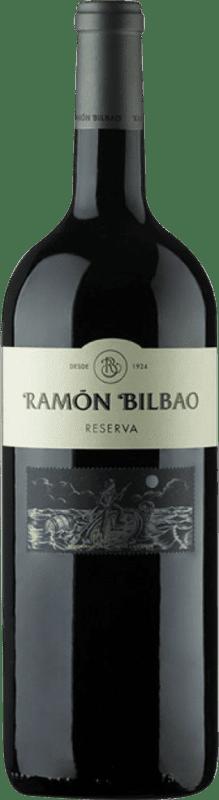 26,95 € Spedizione Gratuita | Vino rosso Ramón Bilbao Reserva D.O.Ca. Rioja La Rioja Spagna Tempranillo, Graciano, Mazuelo, Carignan Bottiglia Magnum 1,5 L