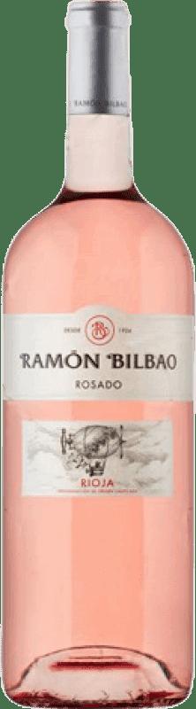 12,95 € Envío gratis | Vino rosado Ramón Bilbao Joven D.O.Ca. Rioja La Rioja España Garnacha Botella Mágnum 1,5 L