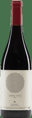 29,95 € Free Shipping | Red wine Sota els Àngels Arketipo Crianza D.O. Empordà Catalonia Spain Merlot, Syrah, Mazuelo, Carignan Bottle 75 cl