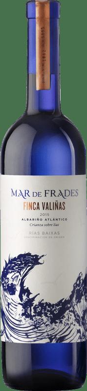 23,95 € Envio grátis | Vinho branco Mar de Frades Finca Valiñas Crianza D.O. Rías Baixas Galiza Espanha Albariño Garrafa 75 cl